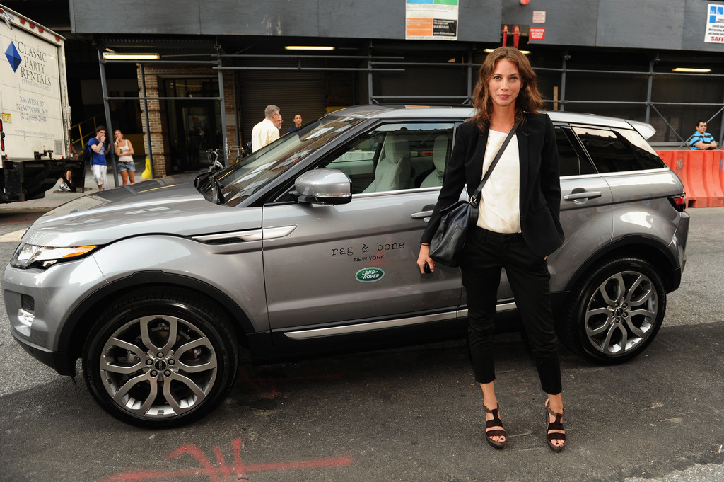 Christy Turlington & Range Rover Evoque on Ridin